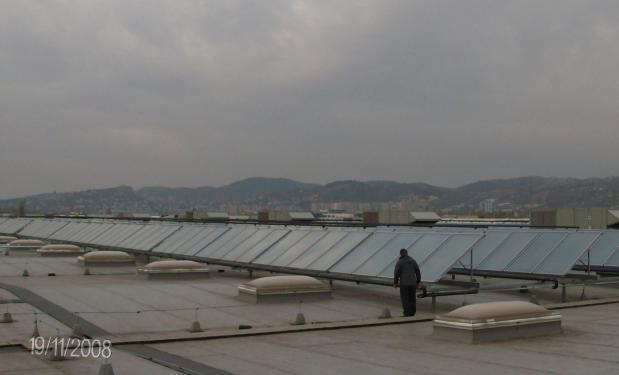 TESCO SUPERMARKET, Budapest – 2009. Ηλιακός Κλιματισμός. 250kW. Επιλεκτικοί συλλέκτες 1.036m².